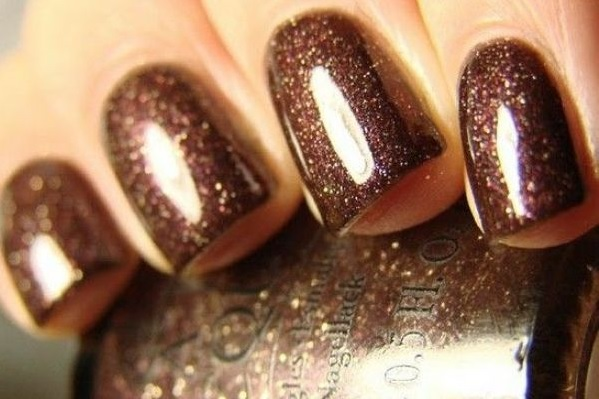 Manicure in brown tones