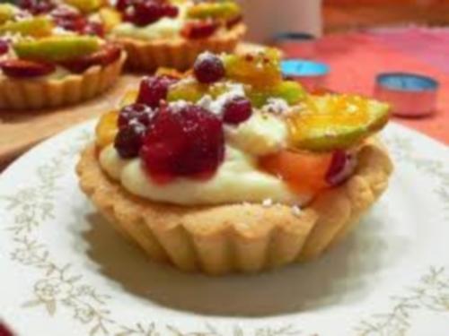 Вкусное пирожное Самоцветы