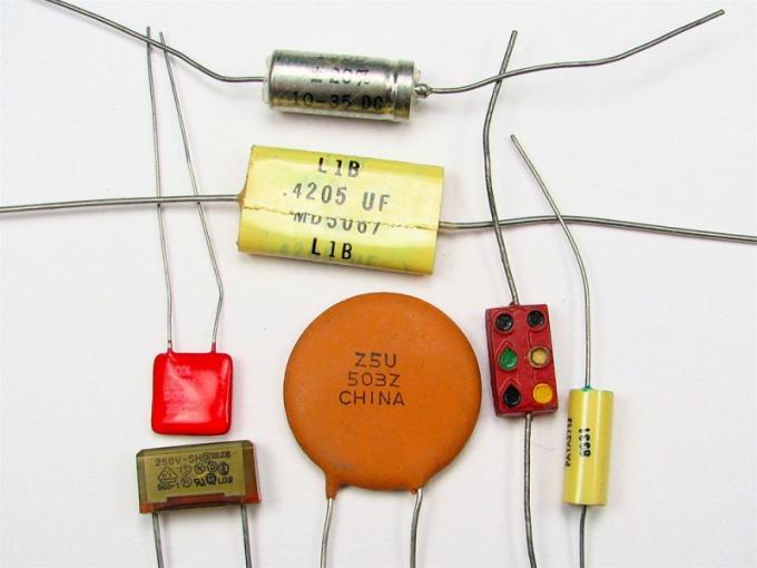 Что такое заряд конденсатора