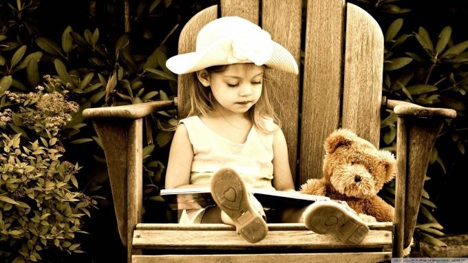 ребенок с книгой фото