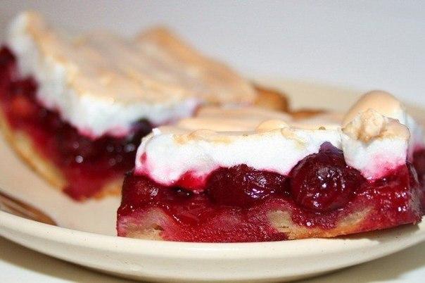 Пирожные с вишней и орехами