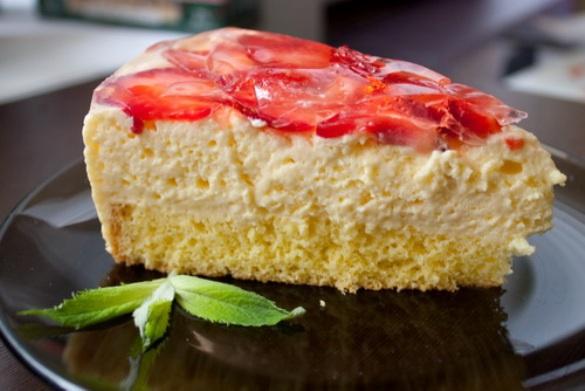 Как приготовить заливной торт с клубникой и маскарпоне