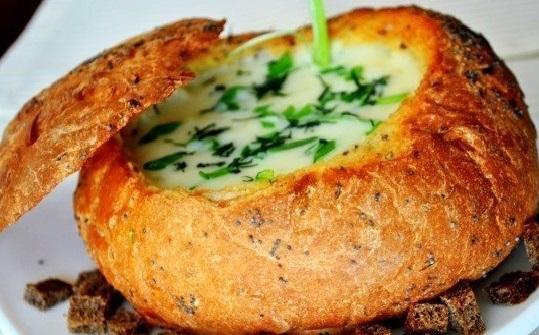 Мясной суп в хлебе