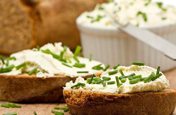 Бутерброды с творожно-овощной пастой