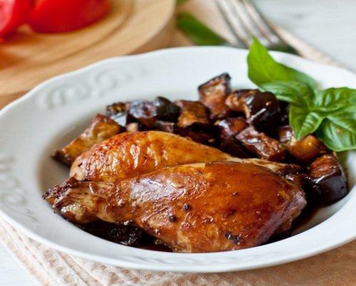 Как готовится цыпленок с баклажанами