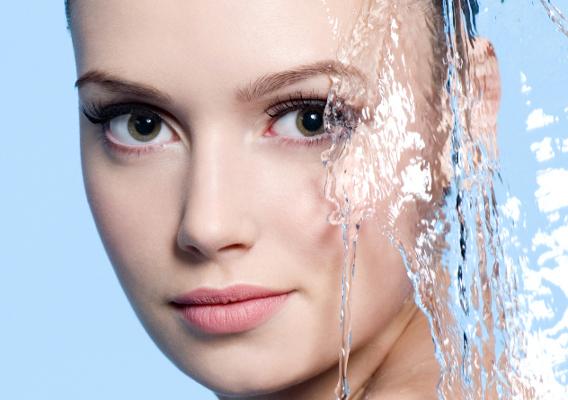 Увлажняем кожу изнутри: что нужно пить?