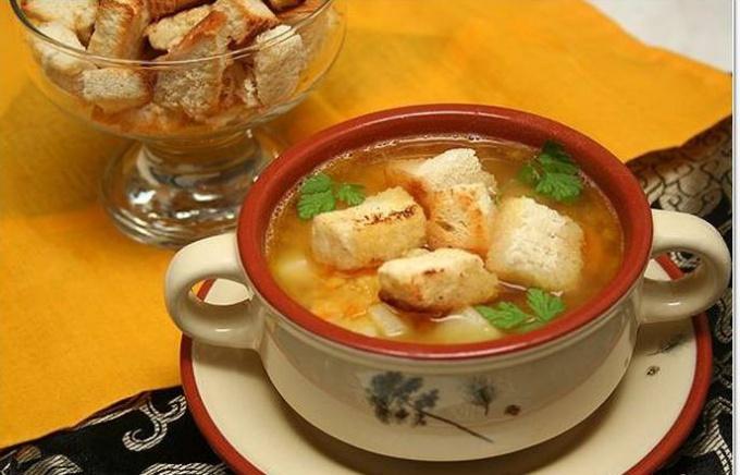 Суп с гренками