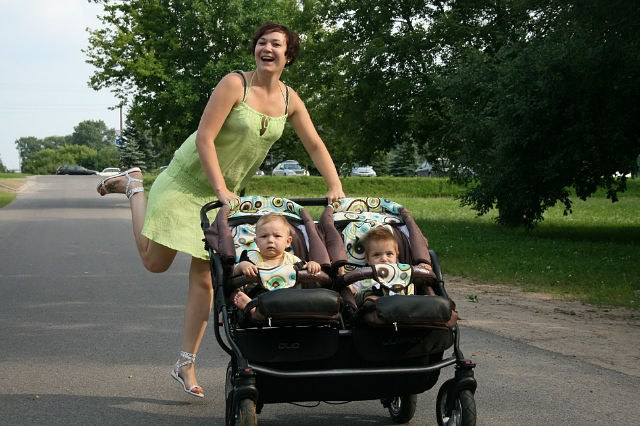 Счастливая мама родила двойню