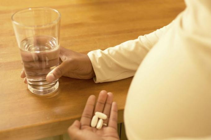 что пить от запора беременным