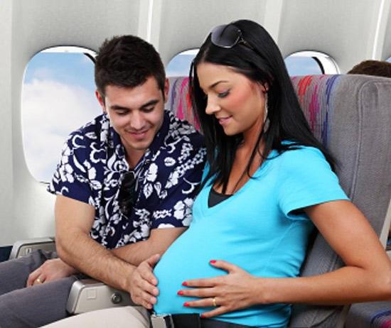 Чем опасен перелет для беременных