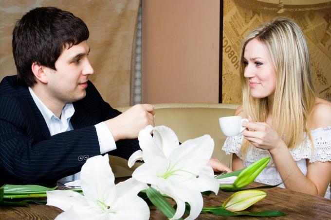 Как познакомиться с девушкой с подмогой стихов