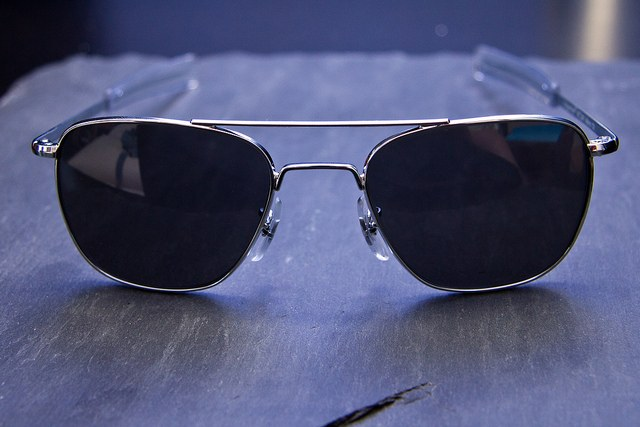 The easiest way to replace lenses in glasses-aviators