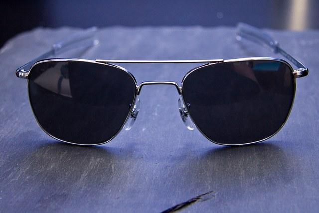 Проще всего заменить линзы в очках-авиаторах