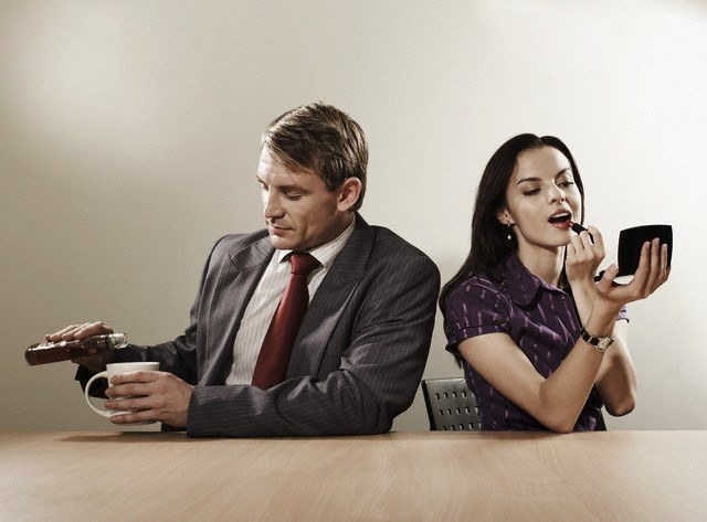 Что делает, если муж изменяет после пьянки — женская измена по пьянки
