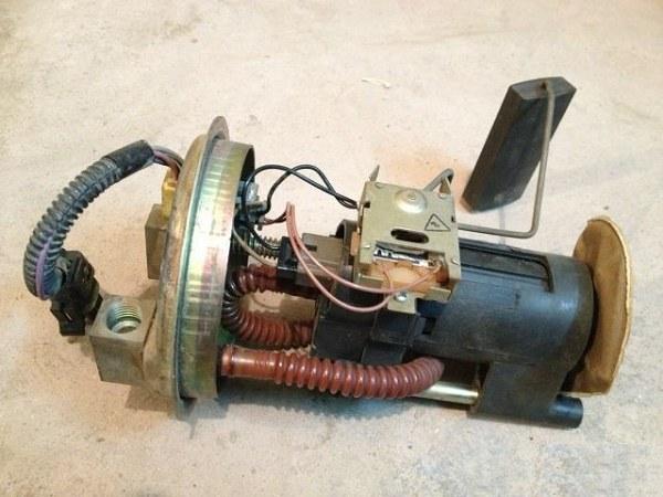 Топливный насос инжекторного автомобиля ВАЗ