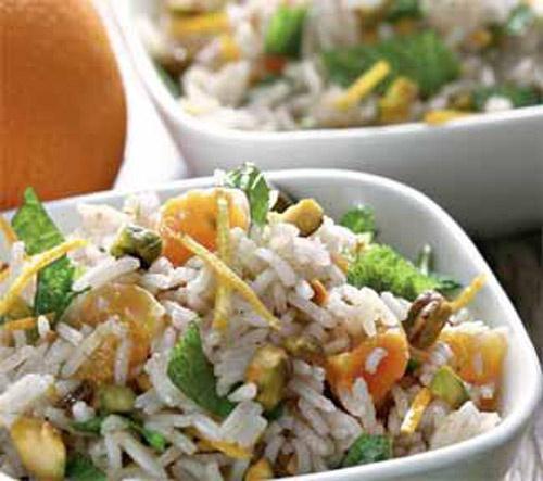 Рисовый салат с изюмом и красным цикорием