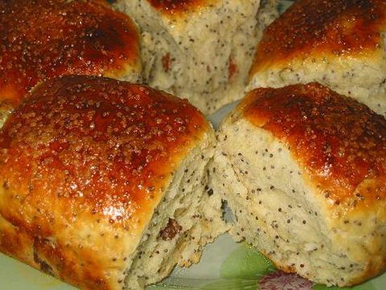 Ароматные булочки с изюмом и маком