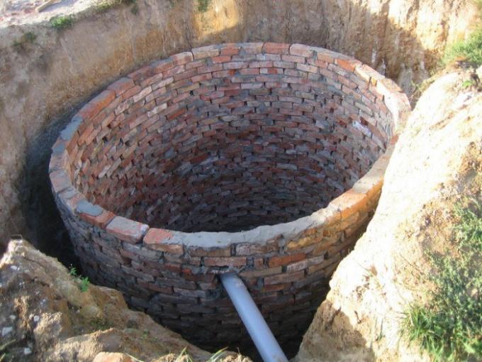 Выгребную яму можно сделать самостоятельно