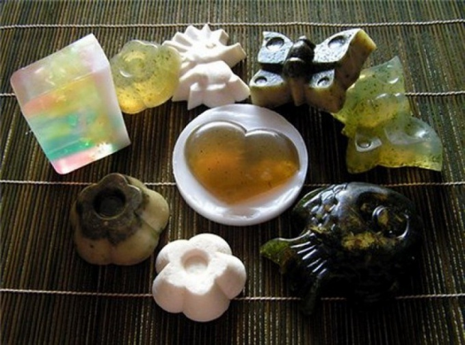 Из обмылков можно самостоятельно сварить симпатичное и полезное мыло.