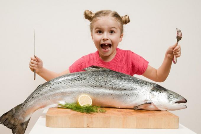 Как прикармливать ребенка рыбой