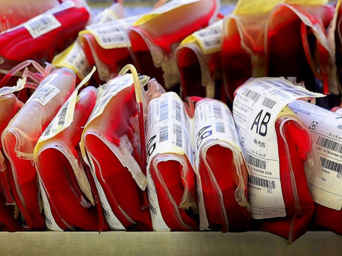 Кровь – жидкая форма соединительной ткани, которая, циркулируя по всему организму, доставляет ему жизненно необходимые питательные вещества и выводит продукты их распада