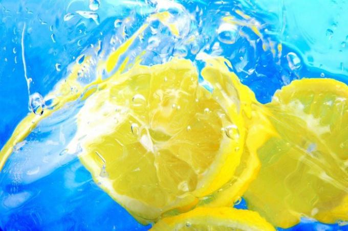 Как заготовить лимонный сок впрок