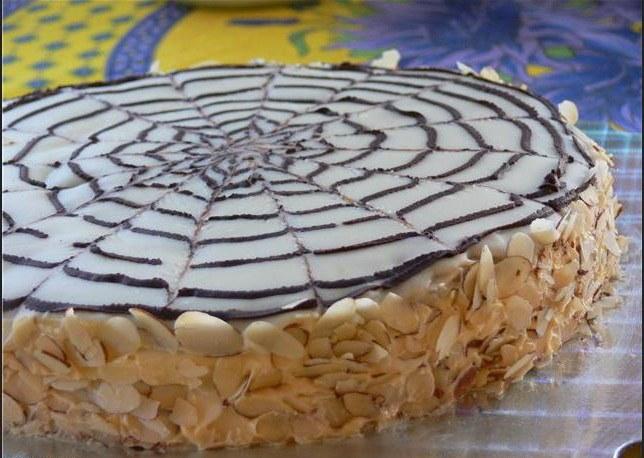 Как украсить бока торта