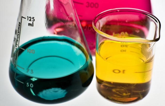 Проведите реакцию, в ходе которой вещества меняют цвет