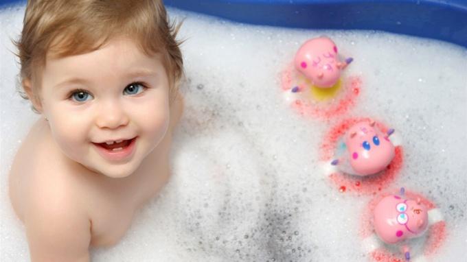 Картинки по запросу Ребенок не любит купаться, что делать?