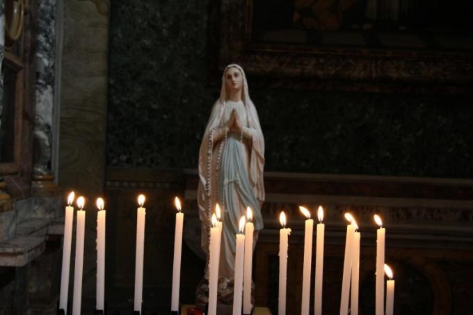 Свеча - это символ молитвы и любви к Богу