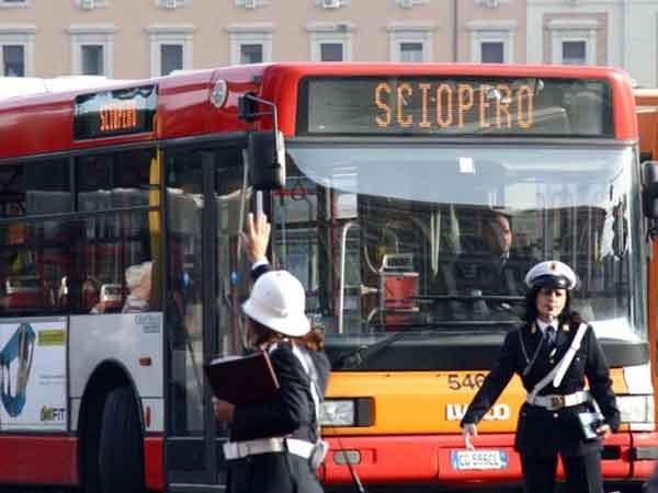 """""""Sciopero"""" - это забастовка. Забастовка транспортников в Италии."""