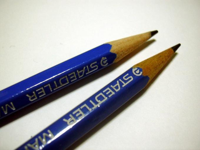 Пейзаж лучше рисовать карандашами разной твердости