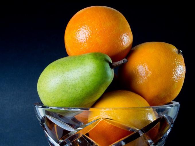 Рассмотрите фрукты и определите их форму