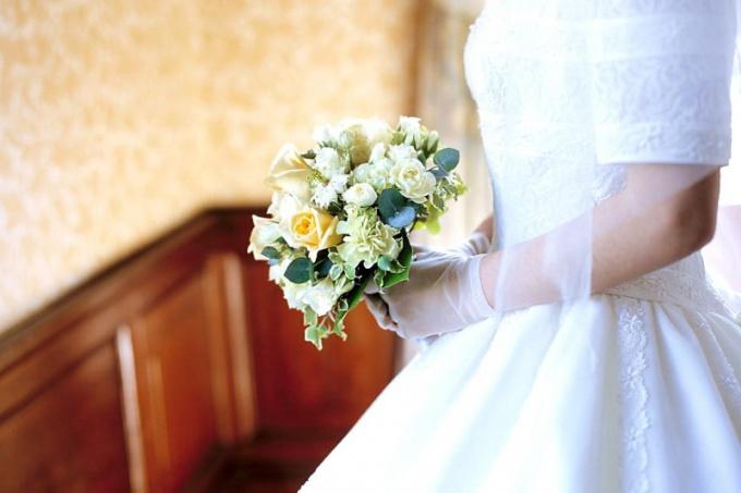 Что делать с венчальным платьем