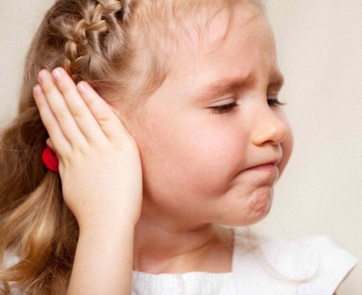 Болят уши у детей