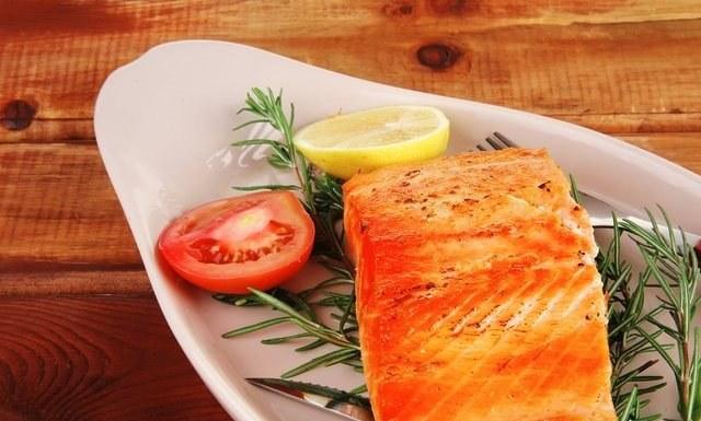Блюда из лосося по праву считаются деликатесом