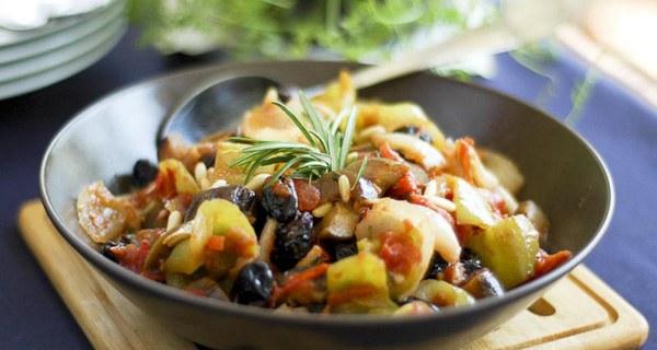 Баклажаны тушеные с овощами - вкусное и полезное блюдо