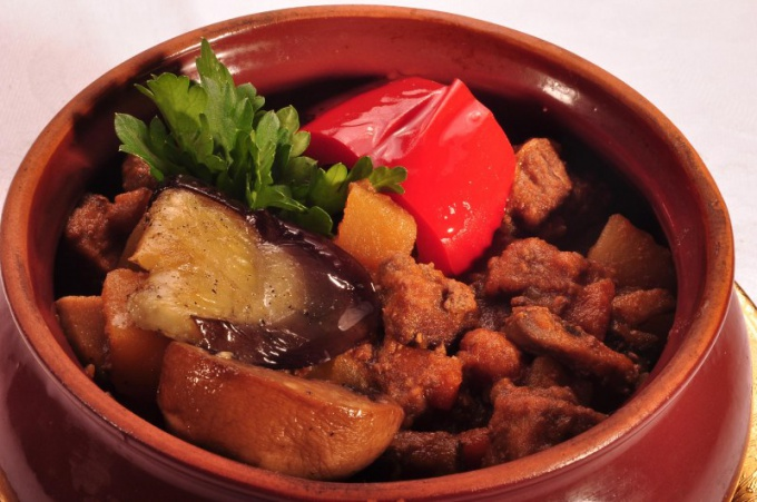 How to cook meat and potatoes in pots