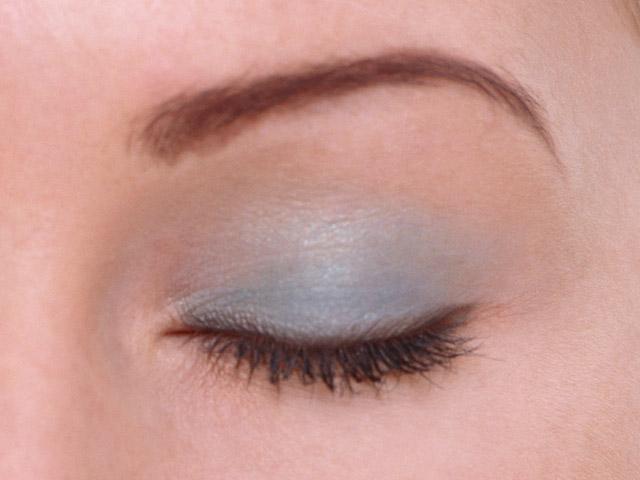 Какой макияж подходит к синему платью
