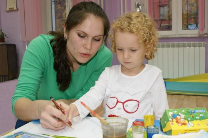 Чтобы развить мышление у ребенка, больше играйте с ним