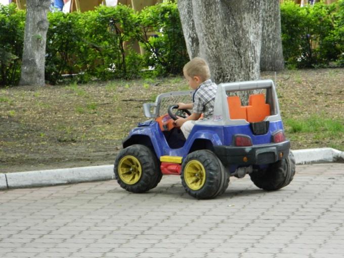 Современные детские автомобили на аккумуляторах: за и против