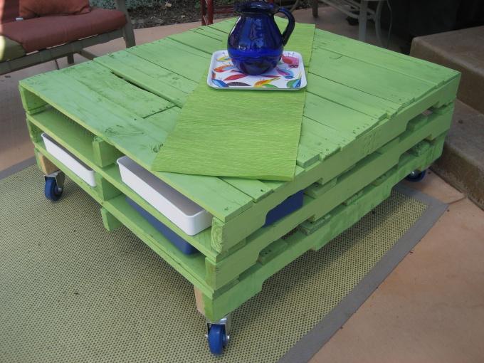 Журнальный столик из поддонов
