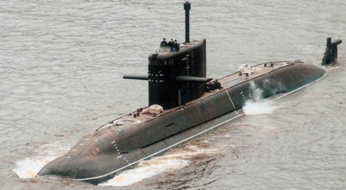 Как называлась первая подводная лодка Российского флота