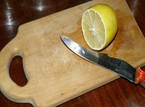 Как почистить деревянную разделочную доску