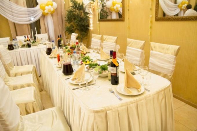 Как организовать рассадку гостей на свадьбе