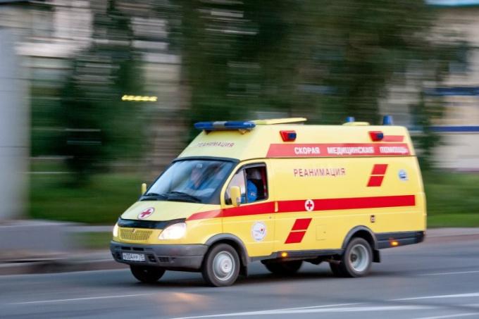 Обязаны ли оказывать первую медицинскую помощь больному без полиса