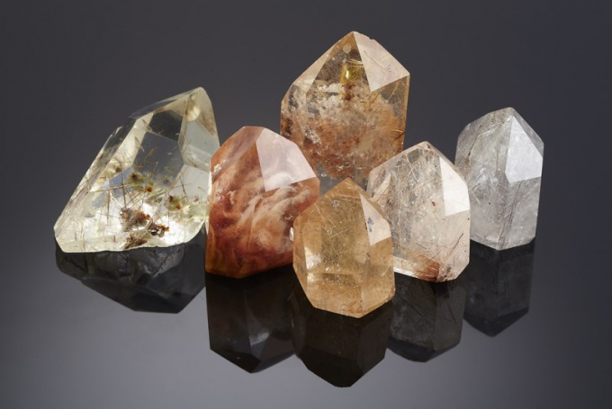 What is quartz and how does it form