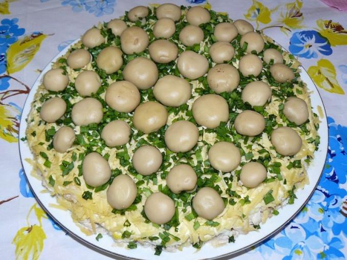 Как приготовить салат «Грибное лукошко»