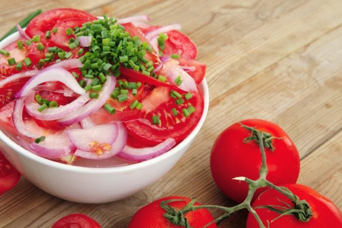 Салат в креманках - красивое и необычное блюдо к праздничному столу