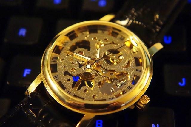 Стильные часы-скелетоны